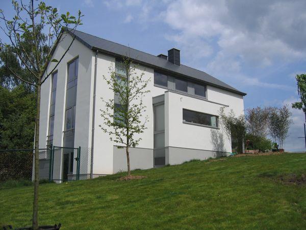 Maison basse nergie massive avec enduit de fa ade isol architecture bois - Facade maison en bois ...