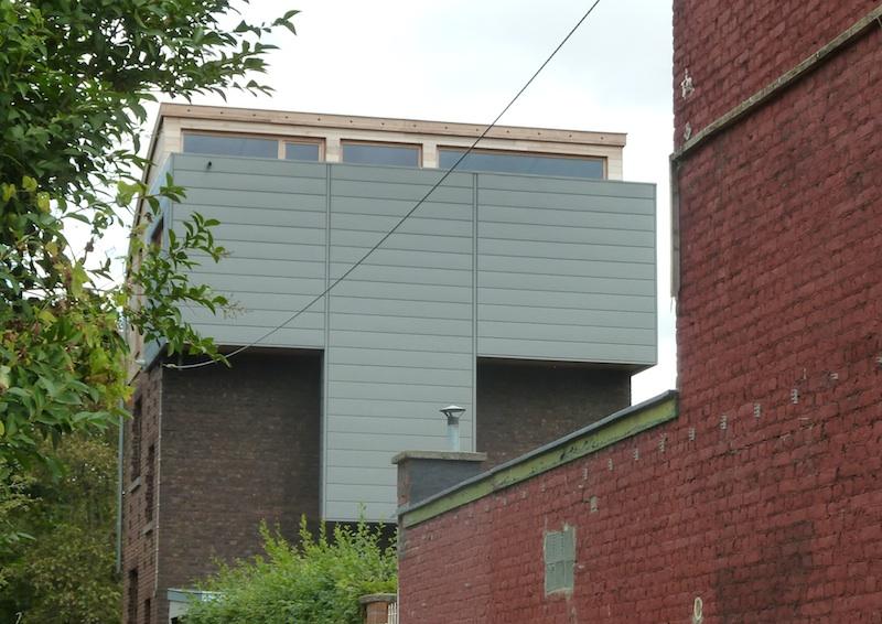 rehausse d 39 une habitation avec toiture cintr e et bardage en zinc architecture bois. Black Bedroom Furniture Sets. Home Design Ideas