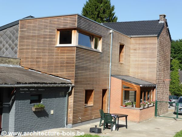 Annexe en bois une chambre en plus avec fa ade en for Fenetre horizontale chambre